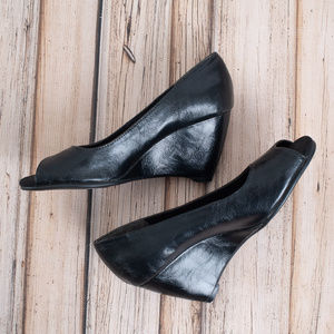 AEROSOLES peep toe black 7.5 wedges